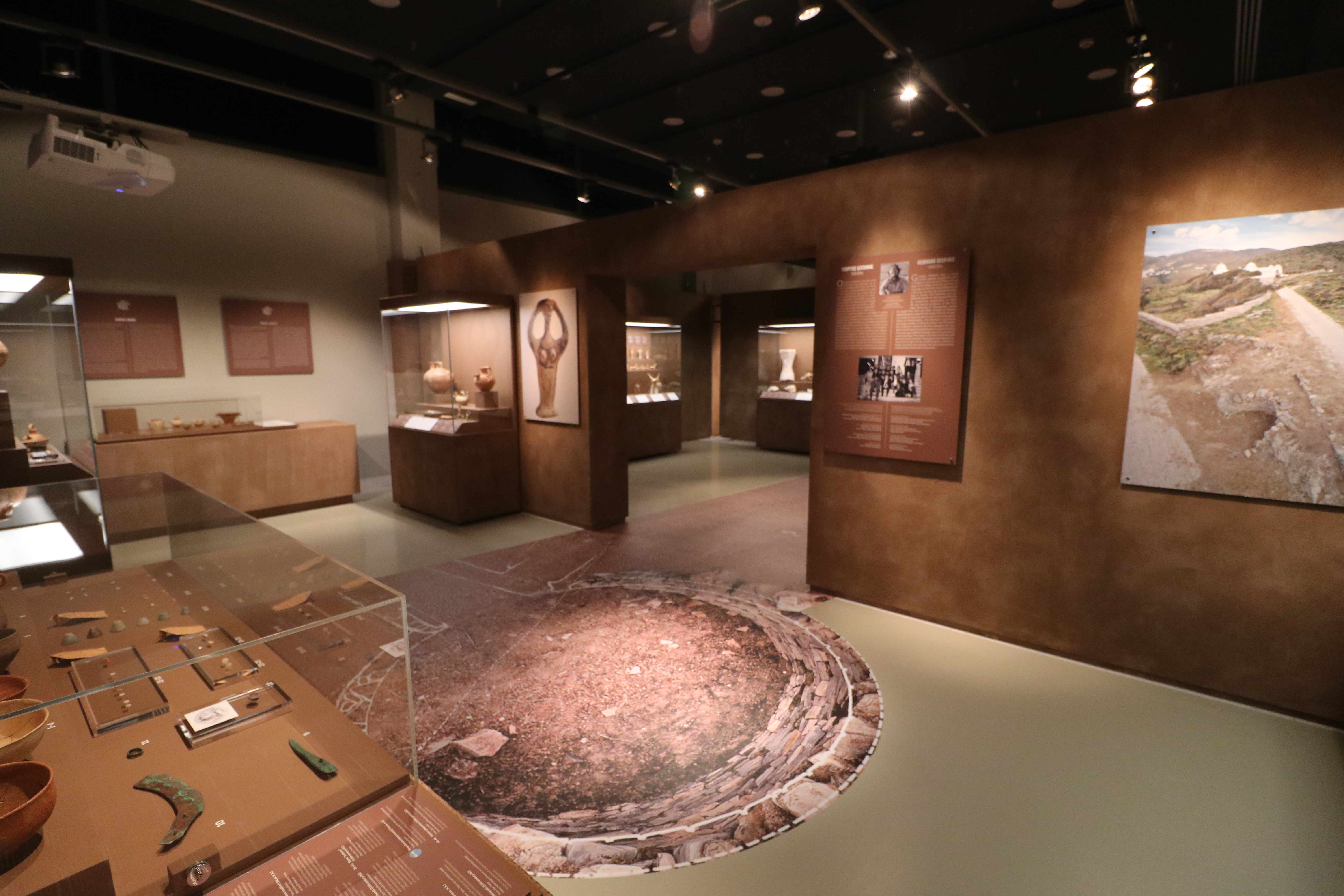 """""""From Homer's world: Tenos and the Cyclades in the Mycenaean Age"""" Exhibition at the Museum of Marble Crafts, Pyrgos,Tenos"""